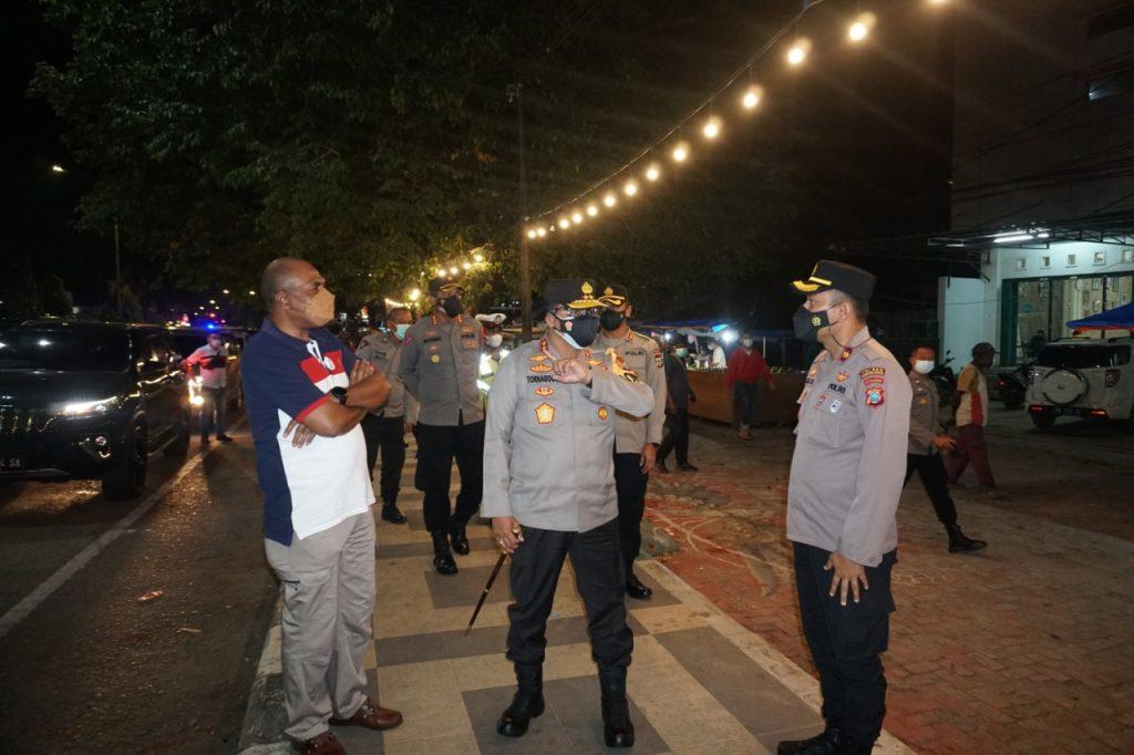 Kapolda Pabar dan Wagub Pantau Langsung Pos Penyekatan PPKM Level 4 di Kota Sorong